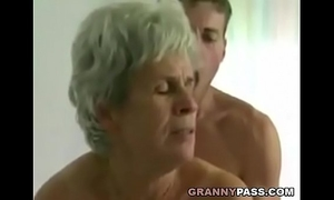 Young lad bonks shaggy granny