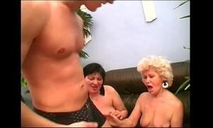 Sexy mommy effie shares a juvenile jock