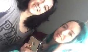 Livestream of foxyfarrah and blackxrose92