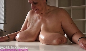 Mom shakes her overweight bumpers