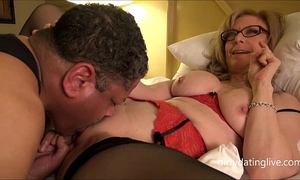 Nina hartley meets dapperdan at exxxotica gives intimate cuntlick lesson hd