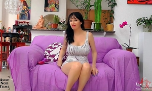 Anal fingering and sex-toy fucking hardcore milf squirter