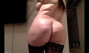 Brunette bbw rides a sex toy on cam - hotlivecameras.net