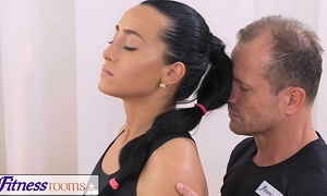 Fitnessrooms gym bunny copulates her personal fitness tutor