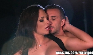 Brazzers - destiny dixson gives cabby a worthy tip
