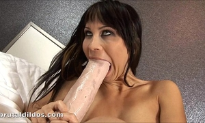 Russian whore sonia fills her pussy with a brutal vibrator