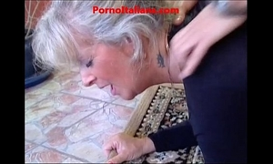 Granny golden-haired sexy - vecchia bionda molto troia succhia cazzo