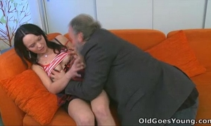 Old goes youthful - that babe can't live without having sex with old dude