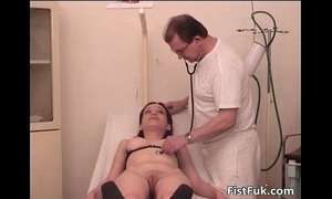 Horny floozy got fingered and fisted