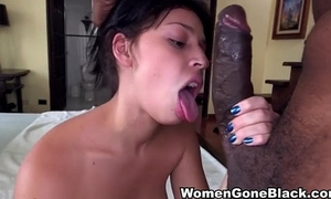 Gorgeous girlfriend engulfing large weenie