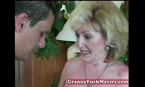 Experienced granny engulfing dilettante jock
