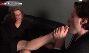 Nasty aged whore acquires her feet sucked