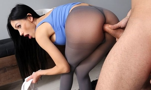 Lusty Russian chick analized through the hole in her tights
